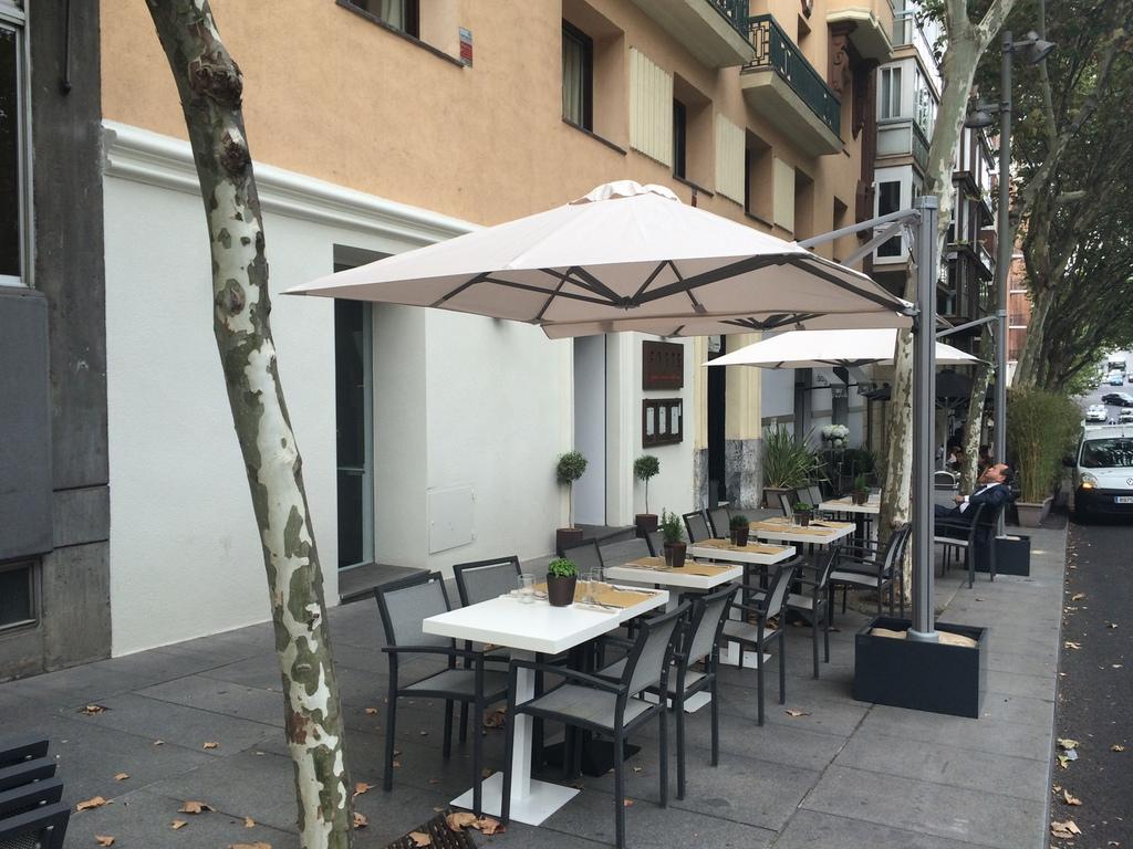 Instalaci n de terrazas de hosteler a a medida en madrid - Toldos y sombrillas ...